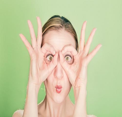Cuida tu contorno de ojos y evita las ojeras